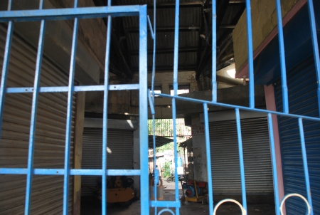 Inside View - Hoti Market