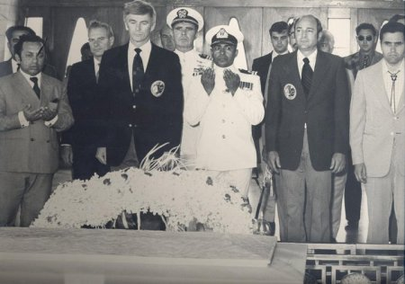 In a solemn ceremony the astronauts lay a wreath at the tomb of Mohammad Ali Jinnah.In a solemn ceremony the astronauts lay a wreath at the tomb of Mohammad Ali Jinnah.
