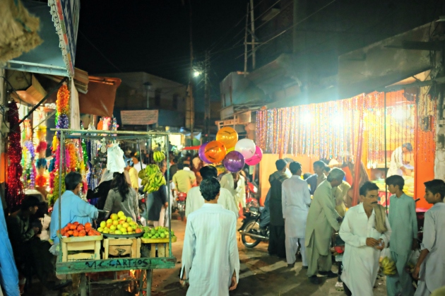 14-another-view-of-bustling-bazaar-in-mithi